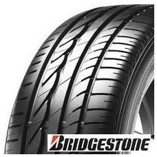 Pneu BRIDGESTONE ER300 ECOPIA (stejné jako turanza er300, akorát lepší směs snižjící valivý odpor a prodlužující životnost pneu) Pneumatiky Bridgestone se pravidelně umisťují na předních pozicích v testech. Pokud sháníte pneumatiky, které Vám mohou dát maximální požitek z jízdy a jistý pocit bezpečí, pak právě pneu Bridgestone ER300 je pro Vás správná volba.  Konfigurace dezénu a konstrukce kostry pneu jsou optimalizovány pro snížení hlučnosti. Vnitřní část asymetrického dezénu a směs běhounu posílená silikou zajišťují pneumatice Bridgestone ER300 skvělé výkony na mokru. Vnější část asymetrického dezénu a průběžné středové obvodové žebro zajišťují vynikající stabilitu a držení stopy.  Důležité vlastnosti pneumatiky Bridgestone ER300 Ecopia Špičková ovladatelnost na mokru i na suchu  -mimořádné vlastnosti pneu na mokru díky speciální směsi a vnitřní části dezénu zvláště vyvinuté pro držení stopy -pneumatika poskytuje přesnou reakci řízení, přilnavost v zatáčkách a směrovou stabilitu ve vysokých rychlostech Hladká, tichá a pohodlná jízda  -extrémně hladká a pohodlná jízda díky absorbující konstrukci kostry  -nízká hlučnost pneu při všech rychlostech díky vyspělé konfiguraci dezénu Snížená spotřeba paliva a vyšší kilometrový nájezd