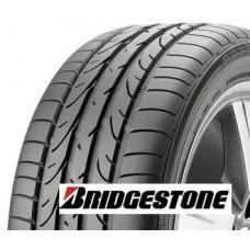"""Osobní letní pneumatika Bridgestone Potenza RE050 jejíž vnitřní část běhounu je inspirována """"mokrými"""" pneumatikami pro F1. K jejím přednostem patří skvělé vlastnosti na suchu i mokru a vysoká odolnost vůči aquaplaningu. Pneu má speciální konfiguraci bloků a žeber z čehož vychází její nízká hlučnost. Celkově pneumatika Bridgestone RE050 nabízí skvělou ovladatelnost a držení stopy. Tato pneumatika je určena pro sportovní řidiče a rychlé vozy."""